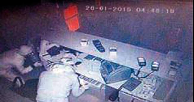 İşyerinde soygun kameraya yansıdı