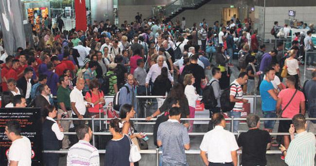 200 şüpheli sınır dışı edildi