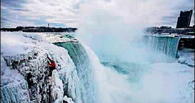 Buz tutan Niyagara'ya tırmanan ilk dağcı