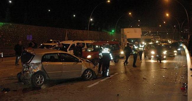 Freni boşalan kamyon 13 aracı önüne kattı