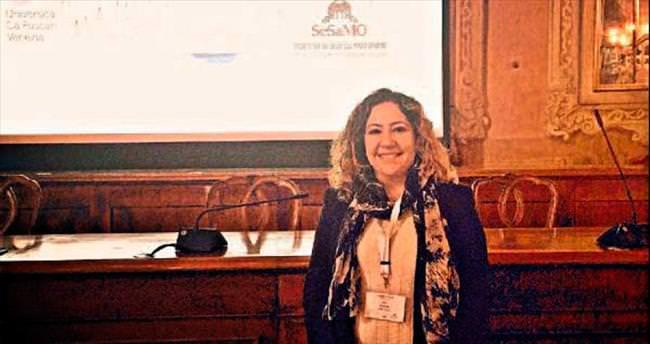 YDÜ'den Nur Köprülü İtalya'da konferansa katıldı