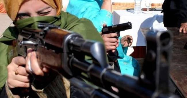 Pakistanlı öğretmenler silaha sarıldı