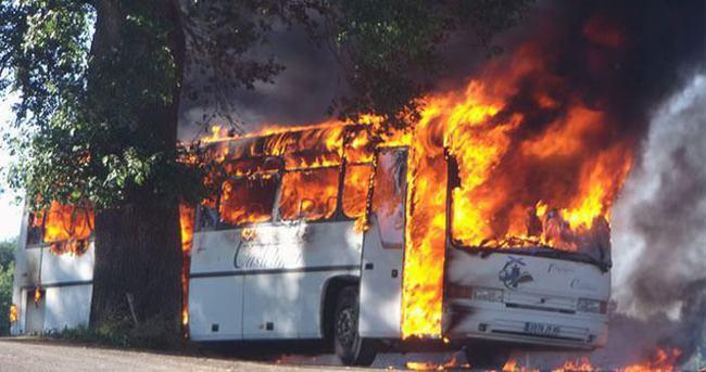 Yolcu otobüsünü ateşe verdiler: 7 ölü