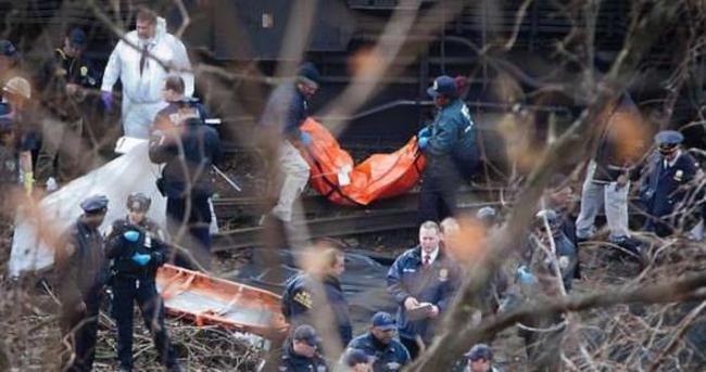 Yolcu treni otomobile çarptı: 7 ölü