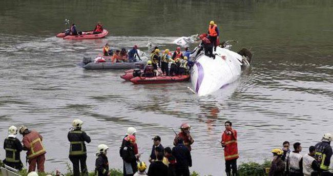 Uçak kazasında ölü sayısı yükseliyor