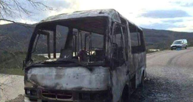 Yolcu minibüsü alev alev yandı