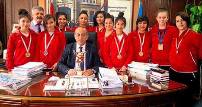 Alkışlar Yolspor'lu bayan judoculara
