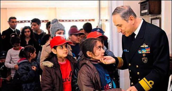 Lösemili çocuklar donanmayla tanıştı