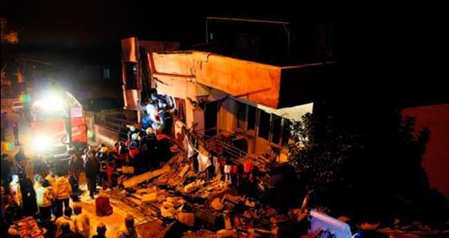 Mersin'de 2 katlı ev çöktü: 5 yaralı