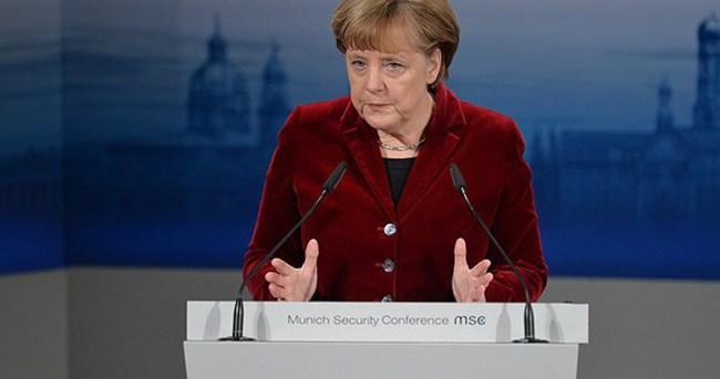 Merkel: Türkiye'nin yaptıkları takdire şayan
