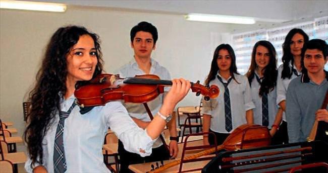 Lisede müzik ve resim atölyesi