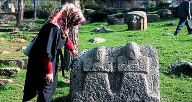 3 bin yıllık heykellerin seyirlik yapım aşaması