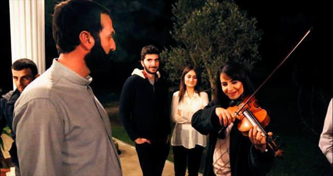 Bihter Dinçel'den sette konser