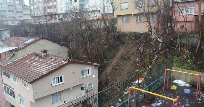 İstanbul Kağıthane'de toprak kayması