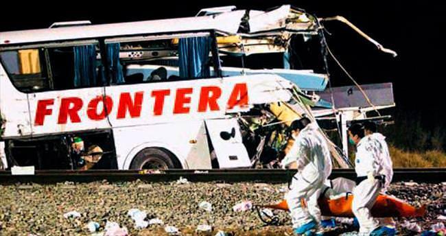 Meksika'da hemzemin geçit kazası: 16 ölü