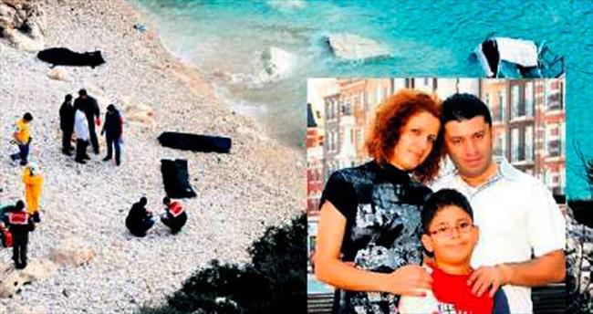 Denize uçan araçtaki üç kişilik aile yok oldu