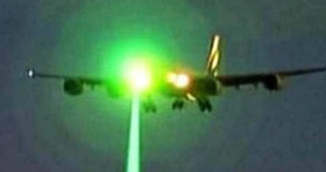 Lazer, iniş yapan uçakların yine kabusu oldu