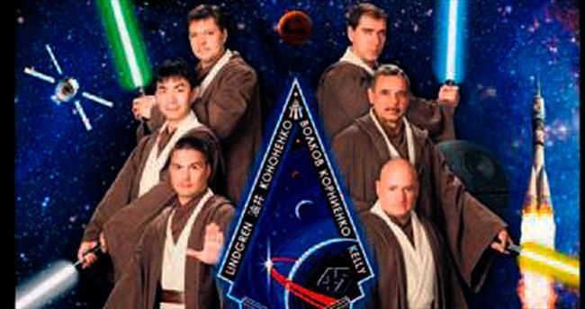Astronotlar 'Jedi' kostümü ile poz verdi