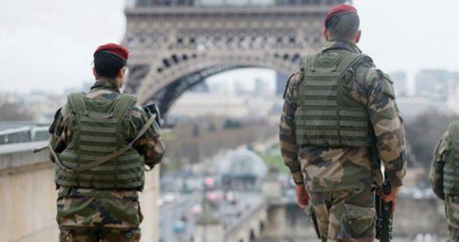 Paris'te bomba paniği
