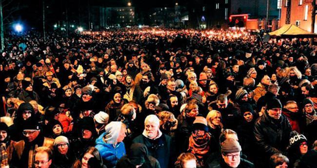 Kopenhag kurbanları için 30 bin kişi yürüdü