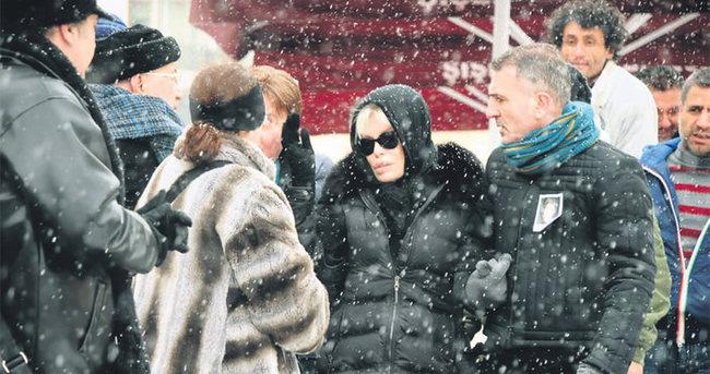 Fikret Şeneş'in cenazesinde Ajda Pekkan gerginliği