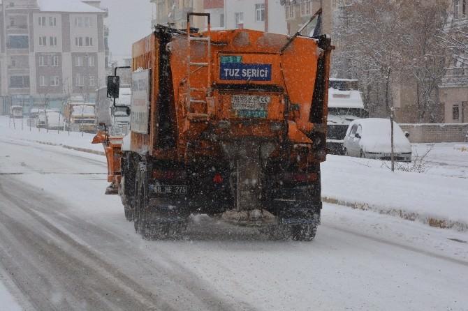 Aksaray Belediyesi Kar İle Mücadele Ediyor