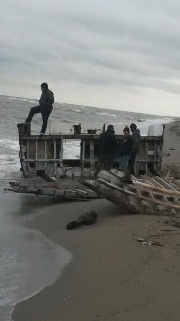 Longoz Sahiline Yat Vurdu