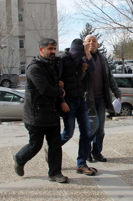 Kar Maskeli Gaspçı, Kolundaki Dövmeden Yakalandı