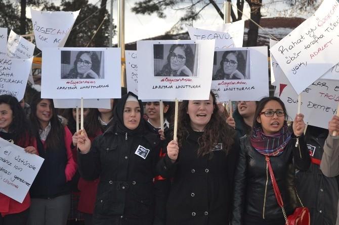 Kula'da Öğrenciler Özgecan İçin Yürüdü