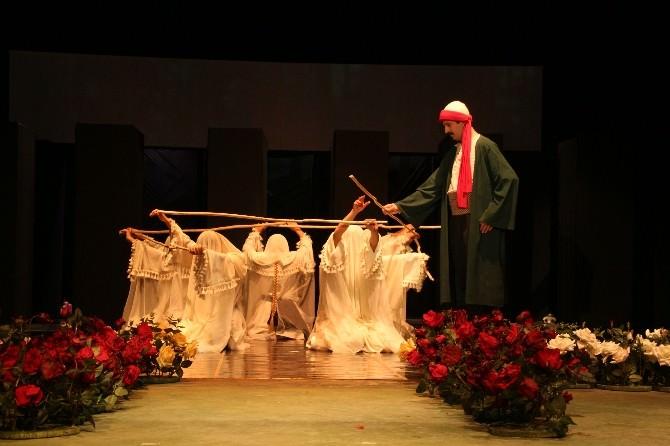 """Sivas Devlet Tiyatrosu """"Yunus Emre"""" Adlı Oyunla Adana'da"""