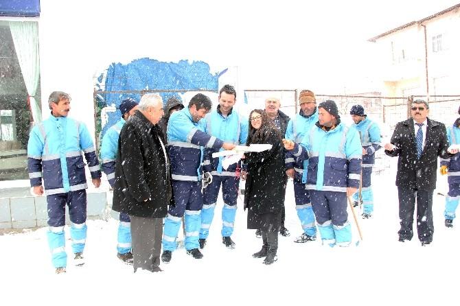 Yahyalı Belediyesinden Karla Mücadele Ekiplerine Baklava İkramı