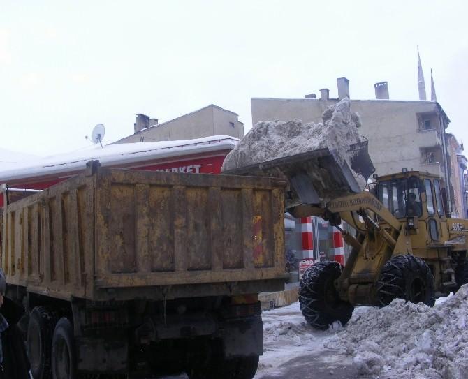 Yıldızeli Belediyesi Kar Temizleme Çalışması Yaptı