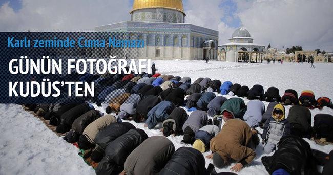 Kudüs'te kar altında Cuma namazı