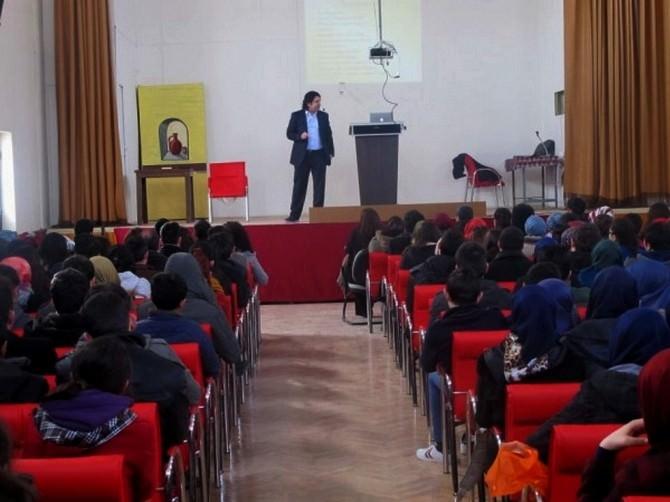 """Bolvadin'de Öğrenci Ve Velilere """"Çocuk Ergen Psikolojisi, Dikkat Eksikliği Sorunları Ve Öz Güven"""" Semineri"""