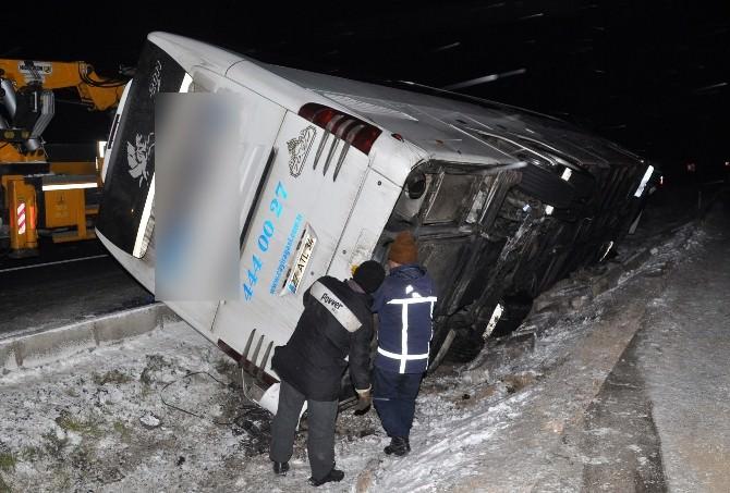 Otobüs Refüje Devrildi: 7 Yaralı