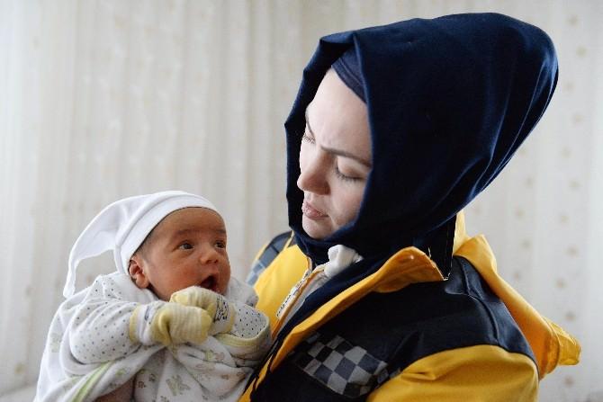 Sarılık Hastası Bebeği Kurtarmak İçin Karla Savaş