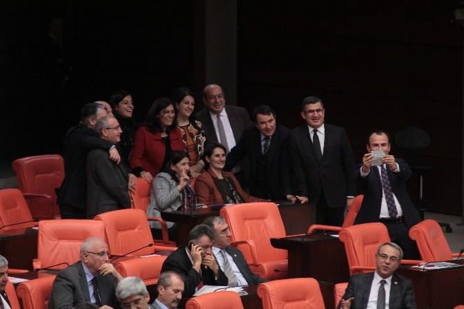HDP'li Vekillerden 'İç Güvenlik' Selfiesi