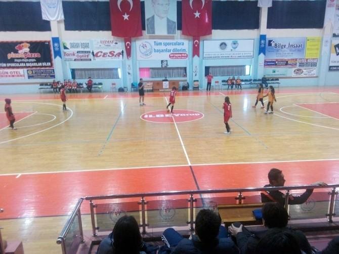 Küre Çpal Kız Futsal Takımı Çeyrek Finale Koşuyor