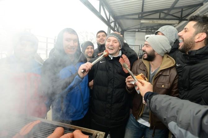 Nilüfer Belediyespor'da Sucuk Ekmek Keyfi