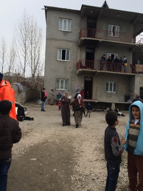 Van'da Ev Yangını: 1 Yaralı