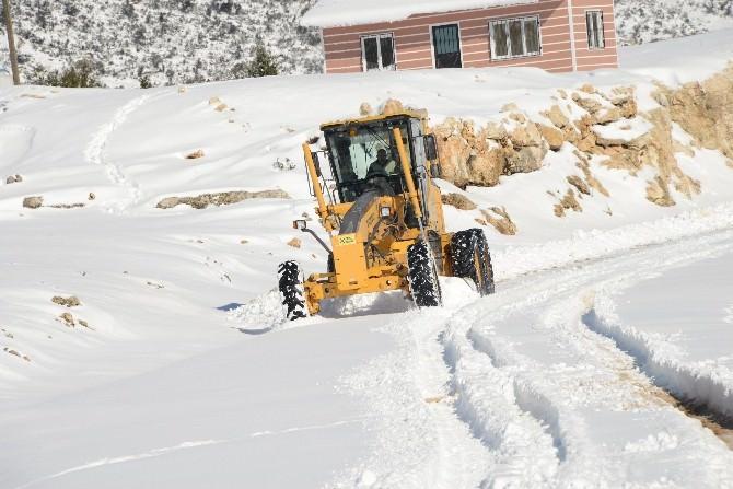 Yenişehir Ekipleri, Kardan Kapanan Yolları Açıyor