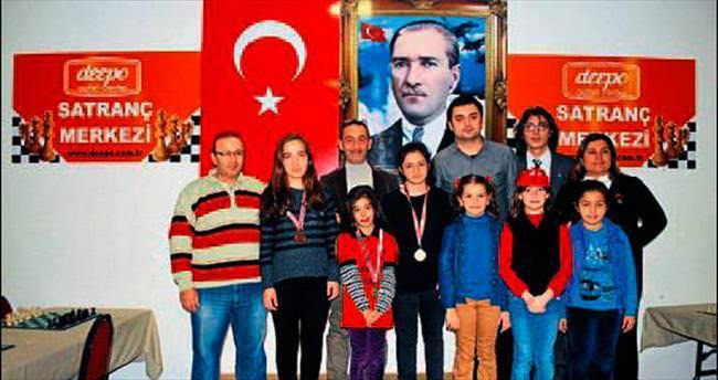 Satranççılar ödül aldı