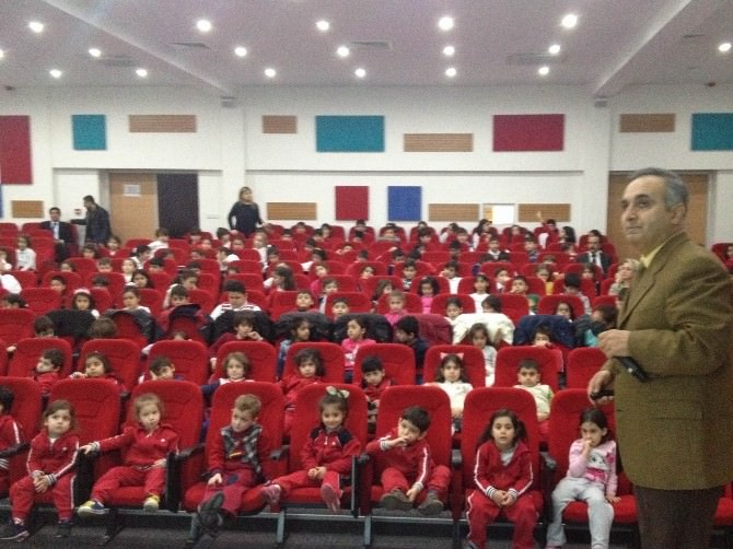 Minik Öğrencilere 'Dalgalarla Dalga Geçmeyin' Konferansı