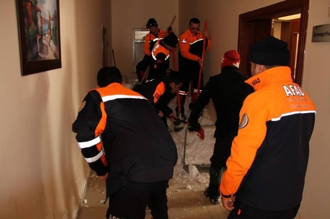 Erzurum AFAD Palandöken Çığ Gözlem Tesisine Çığ Düştü