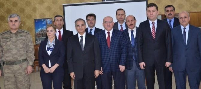 Vali Tapsız, İncelemelerine İl Milli Eğitim Müdürlüğü İle Devam Etti