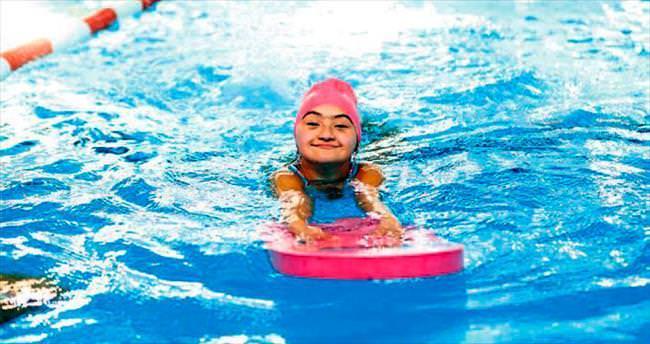 12 ay kesintisiz yüzme dersi