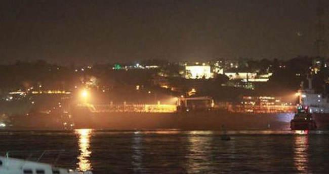 Arıza yapan tanker Boğaz'a demir attı