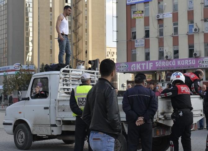 Adana'da Özgecan İçin İlginç Eylem