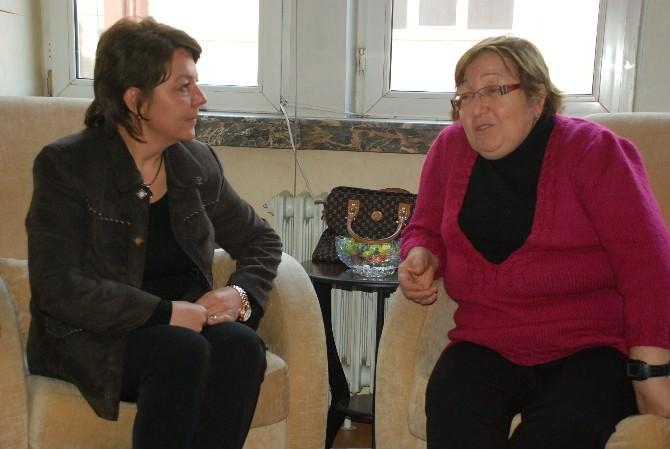 AK Partili Aday Adayı Prof. Dr. Arzu Çiçek'ten Kanserle Yaşam Derneği'ne Ziyaret
