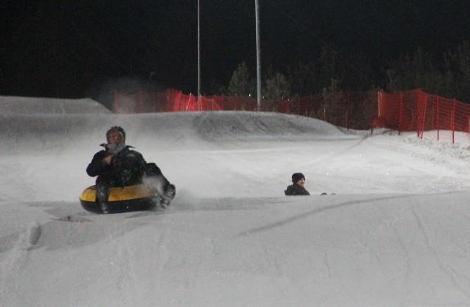 Gazeteciler Kar Üstünde Yarıştı
